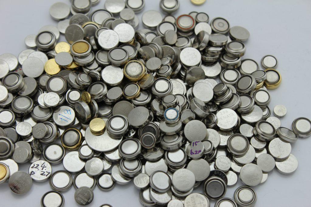 腕時計に使われるボタン電池