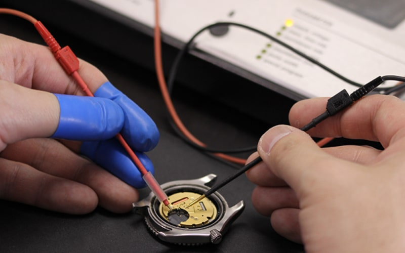 電池式時計の検査