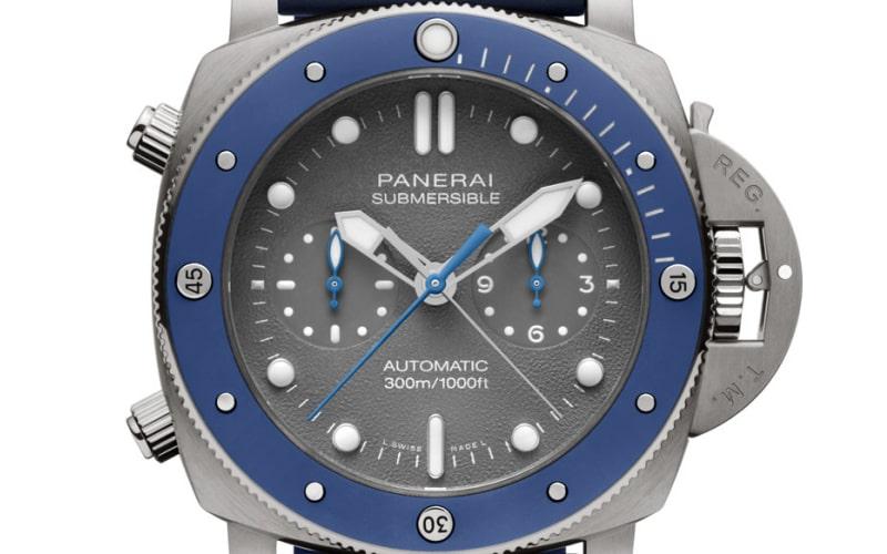PAM00982は、ダイヤルに質感が特徴的なシャークグレー