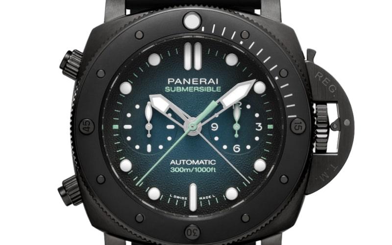 PAM00983は、ダイヤルにブルーとブラックの特別なグラデ ―ション